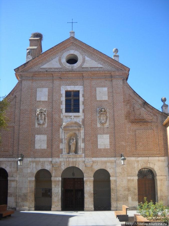 Фасад церкви