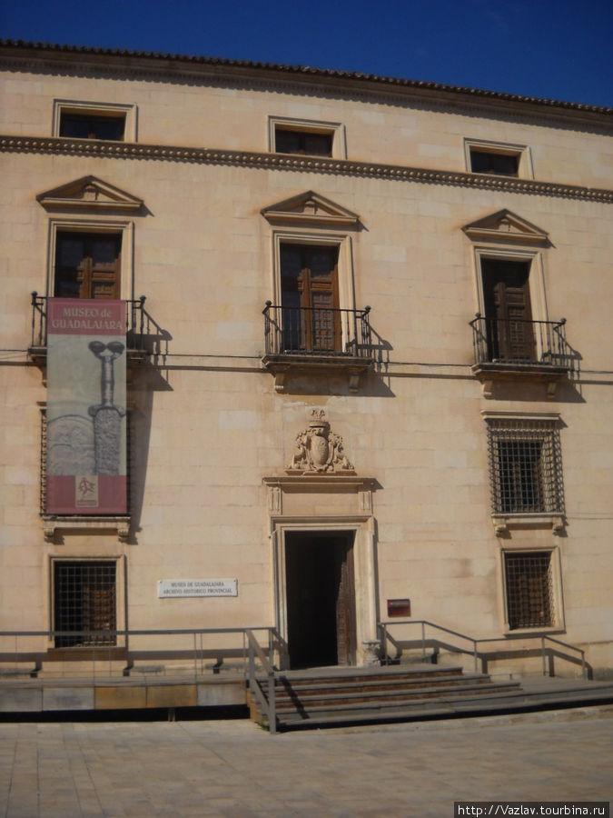 Северный фасад дворца