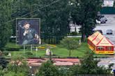 А на пешеходной улице Московская есть картина французского художника Эдуарда Мане, сделанная из 55 тысяч пивных пробок. Спонсор этого произведения современного искусства — местный пивзавод.