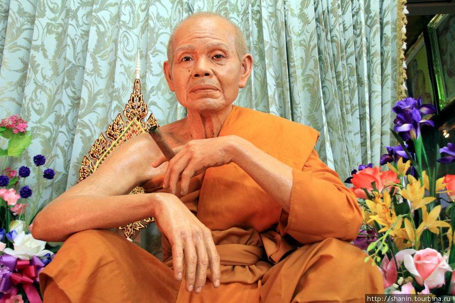 Монах,  Ват Такаронг в Аю