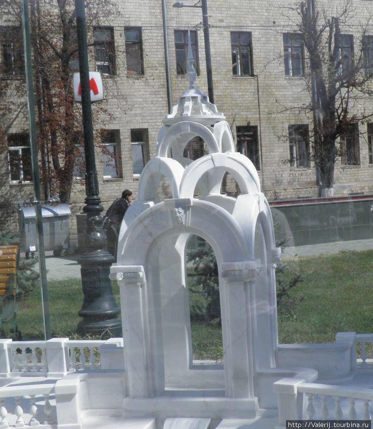 Ротодна, венчающая сквер Победы