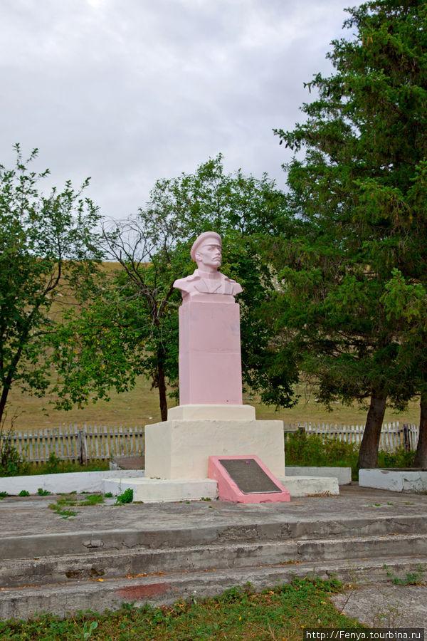 Памятник Петру Сухову