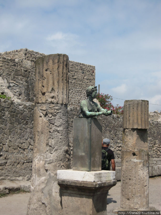 Бюст Дианы в храме Аполлона