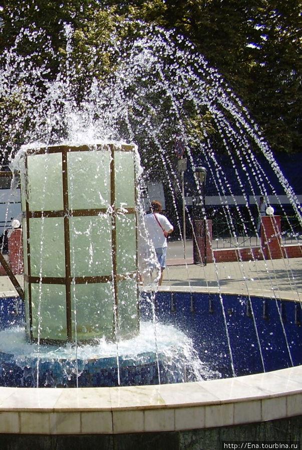 Сочи-2006. Фонтан-кружка у пивного ресторана