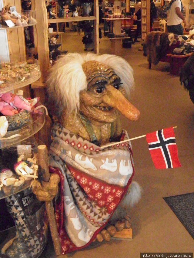 Тролль с Норвежским флагом — тема большинства сувениров.