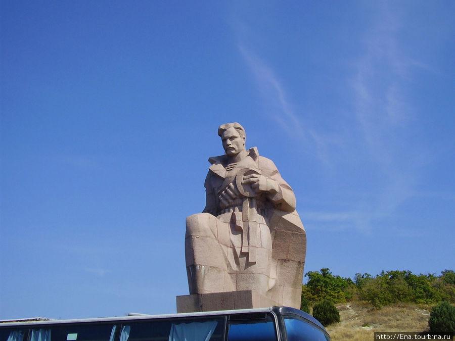 Экскурсия в Геленджик. Памятник погибшим морякам у Цемесской бухты