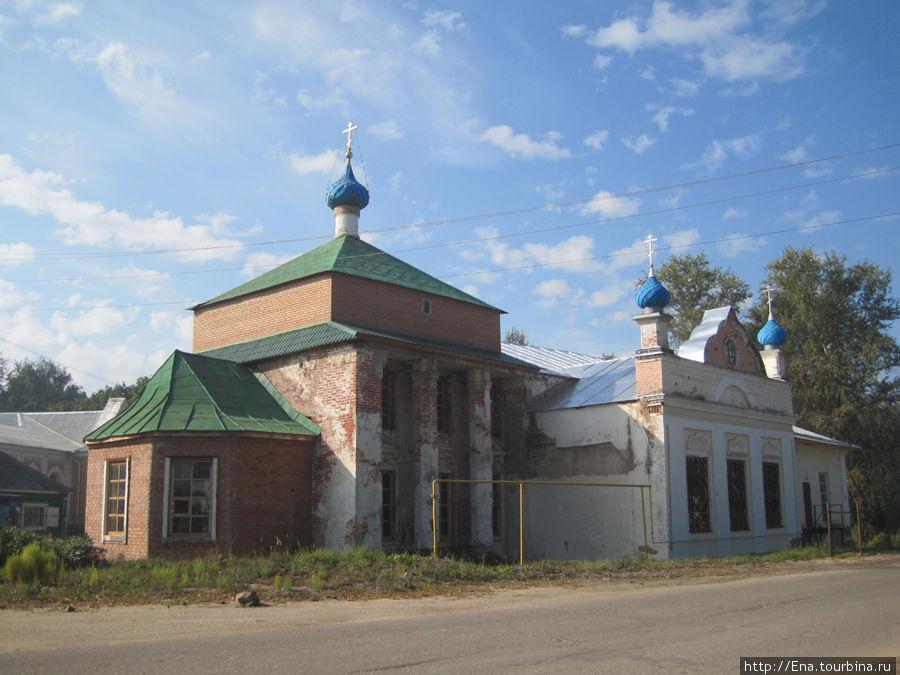 Никольская церковь весьма необычна по архитектуре