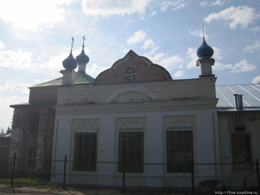 Фронтон Никольской церкви