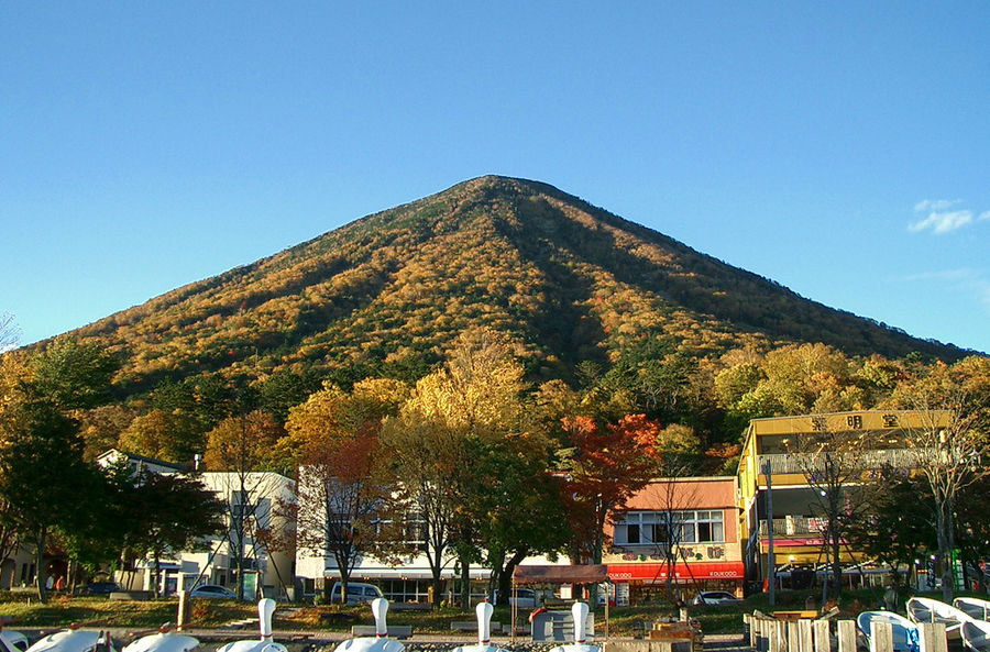 Гора Нантай в осенних кра