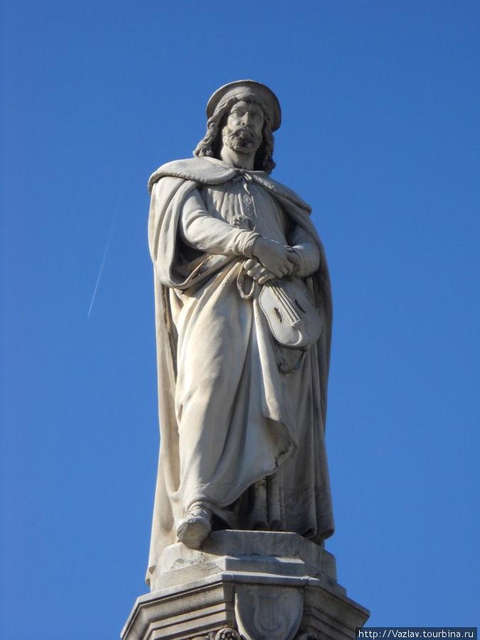 Памятник и небо