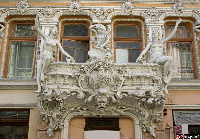 Балкон в Пассаже