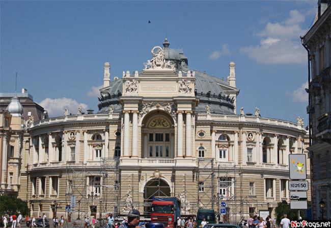 Великолепное здание оперного театра