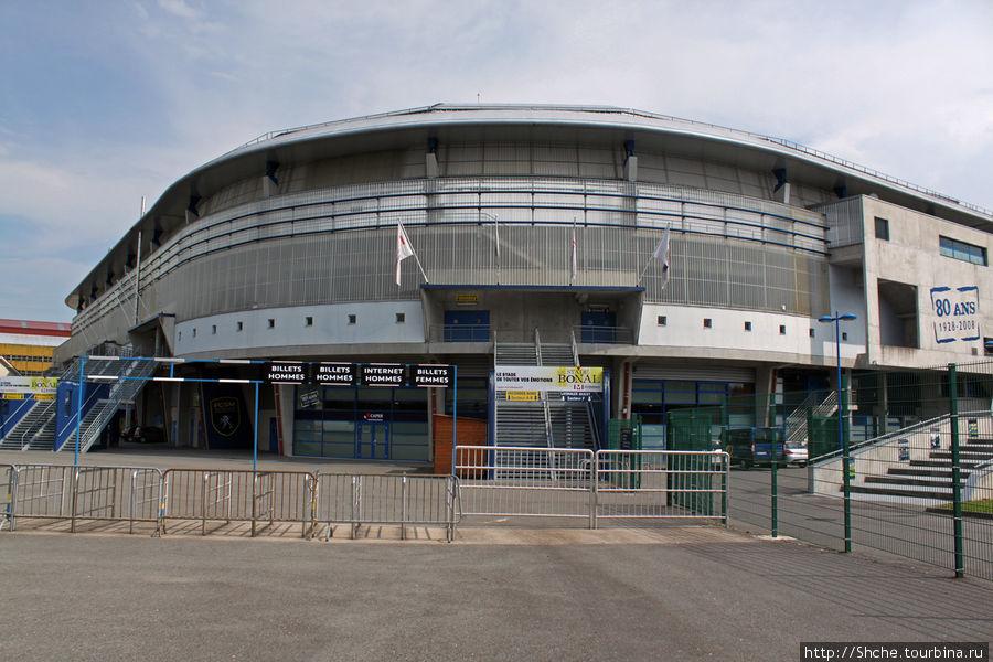 Внешний вид стадиона днем