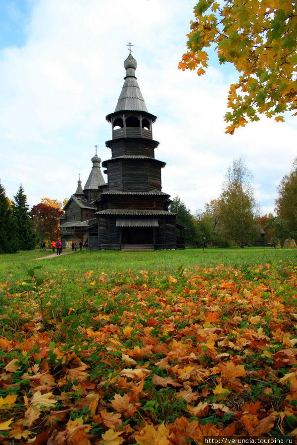 Ярусная церковь Николы 1757 года из д. Высокий Остров Окуловского района