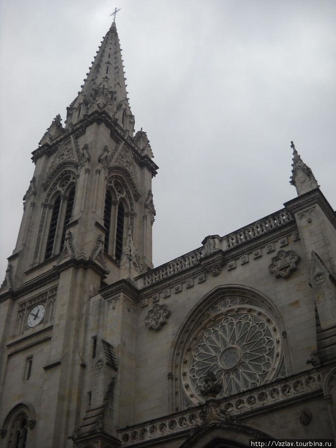 Основное здание и колокольня
