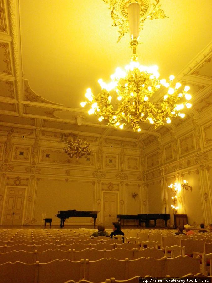 Малый зал Филармонии носит имя  М.И. Глинки