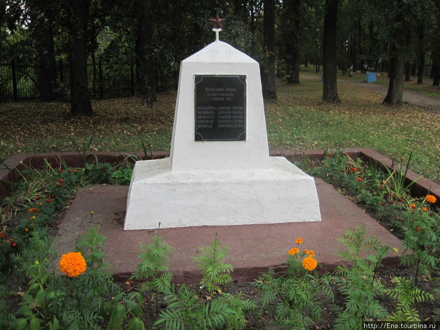 Обелиск борцам за советскую власть в парке
