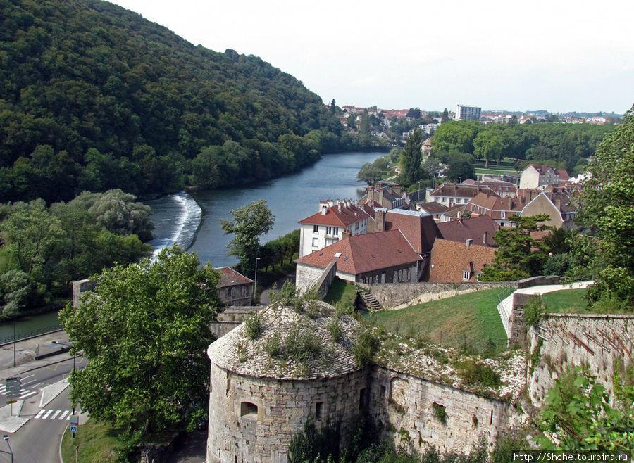 вид на реку Doubs, выход после километровой петли