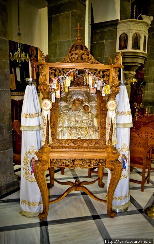Неаполи. Собор Девы Марии. Неаполи, Греция