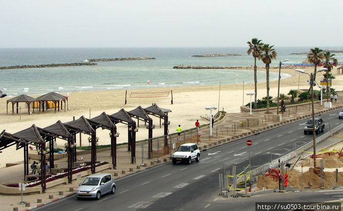 Пустынный пляж в Тель-Ави