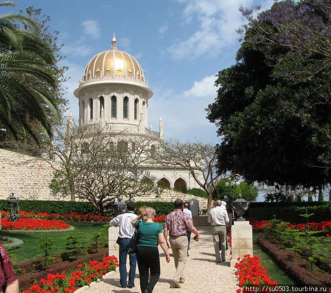 Храм в Бахайских садах