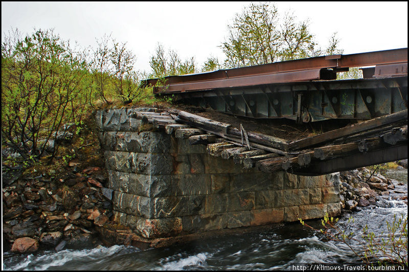 Сгнившие мосты пытаются ремонтировать