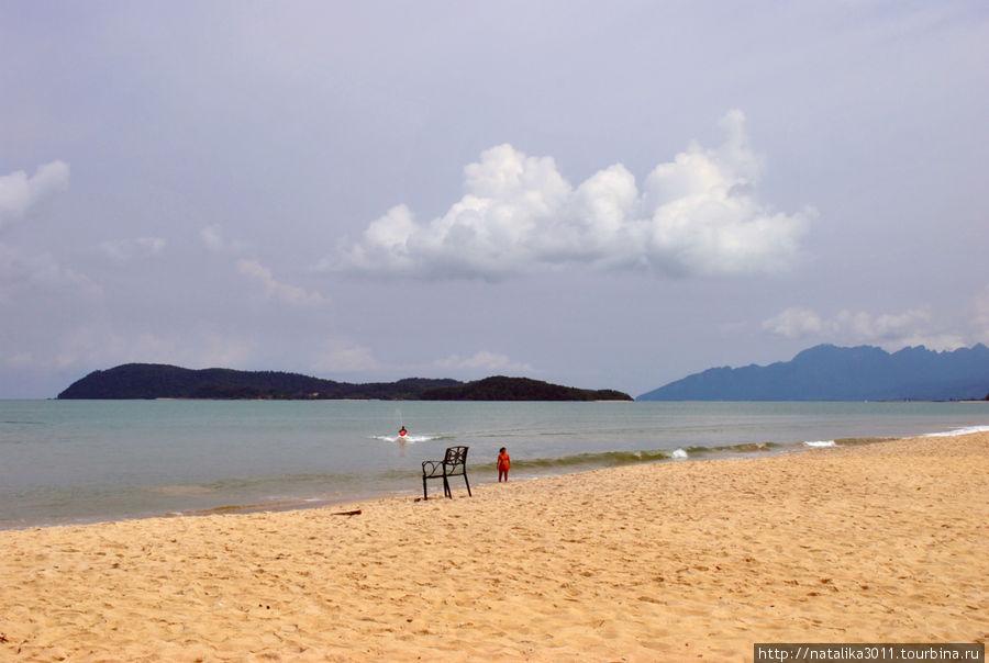 Пляж у отеля, он же Пентай Тенга. Пляж чистый, песок хороший.