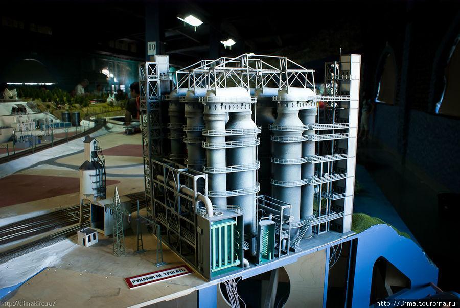 Нефтеперерабатывающий завод.