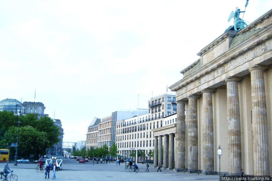 Бранденбургские ворота стали символом мира и единства города