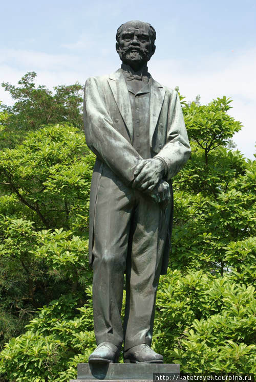 Памятник композитору Анто