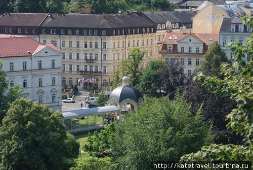 Колоннада Садового источника (вид с террасы бассейна отеля