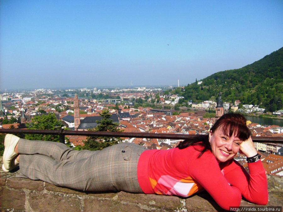 Важнейшей туристической целью является посещение замка с его террасами, с которых открывается панорама города и части Верхнерейнской низменности