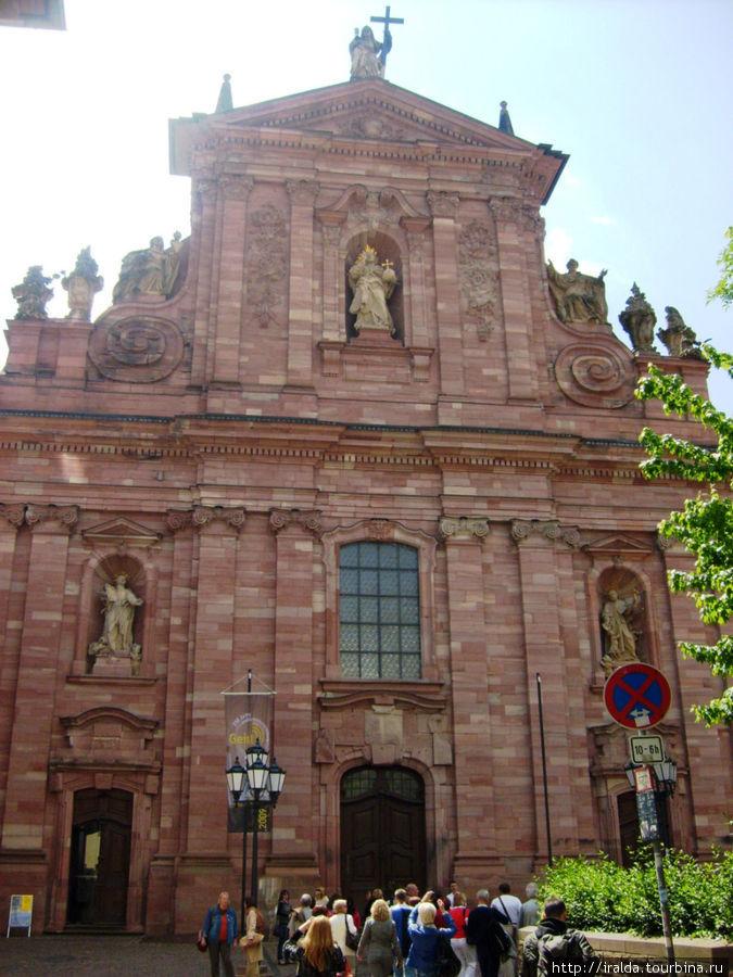Иезуитская площадь и собор