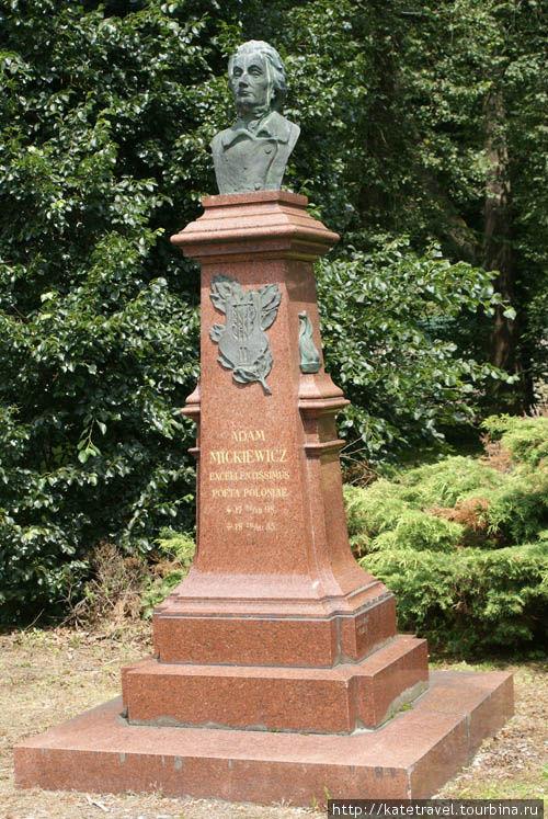 Памятник польскому поэту