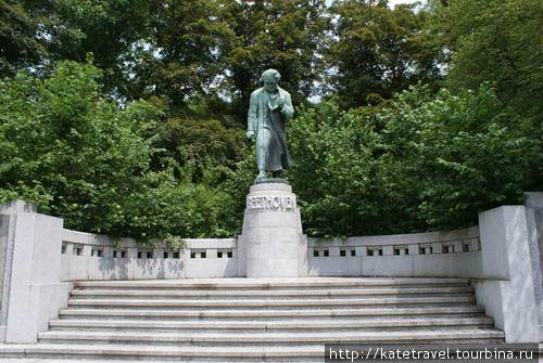 Памятник музыкальному гению Людвигу ван Бетховену