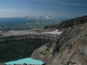 кратер Горелого. Кислотное озеро