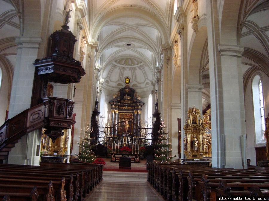 Люцерн. Интерьер церкви Хофкирхе.