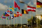 Космодром объединяет множество стран-участниц космических проектов. К сожалению, нашего флага здесь нет. Союзы стартуют с отдельных площадок, в нескольких километров от этого центра, в местечке, под названием Синмари.