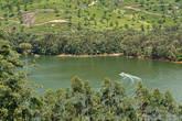 По озеру можно покататься на катере, естественно, индусы мимо не проходят, а нас как-то это и не заинтересовало, чем мы опять расстроили водителя