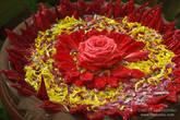 Вот такие там украшения из цветов
