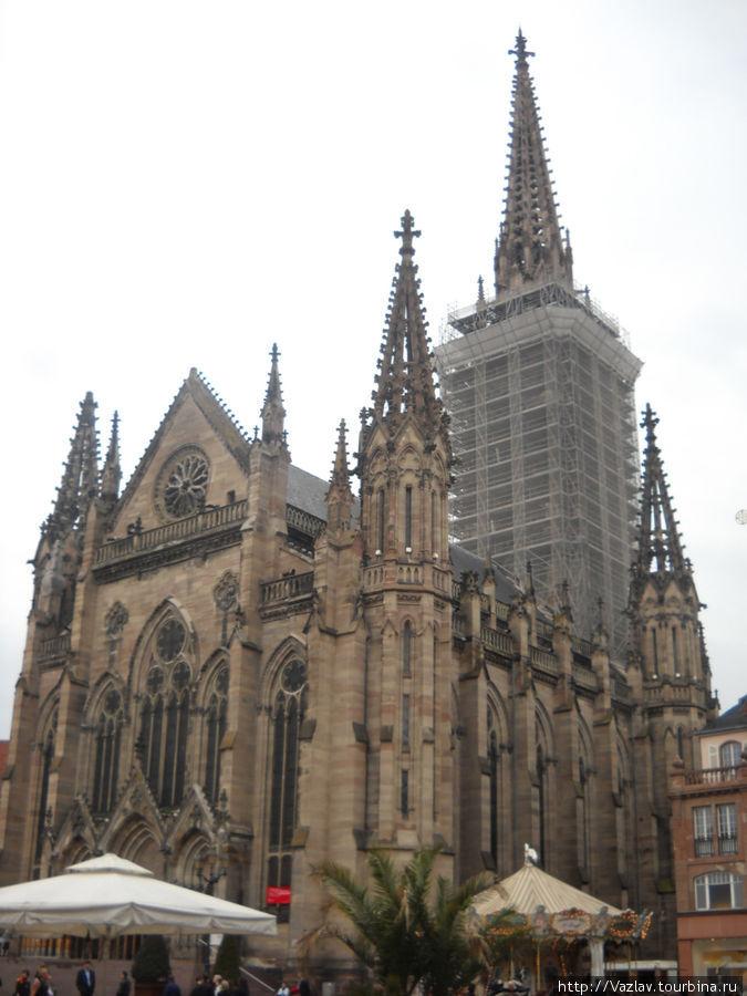 Боковой вид на храм