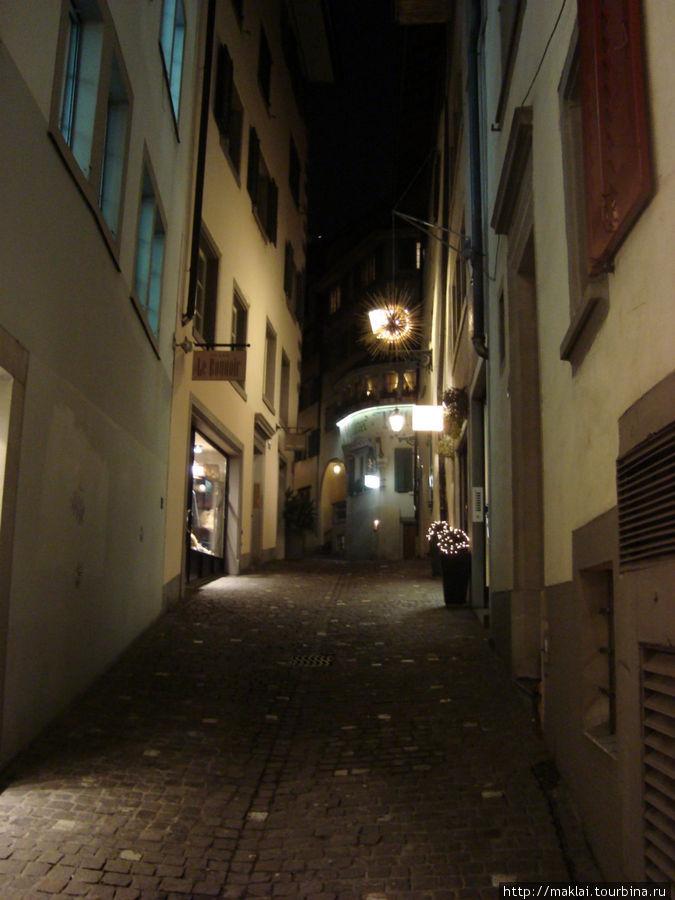 Прогулка по пустынным улочкам старого города.