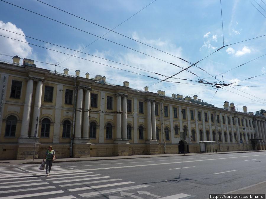 Старинное здание на Кадетской линии