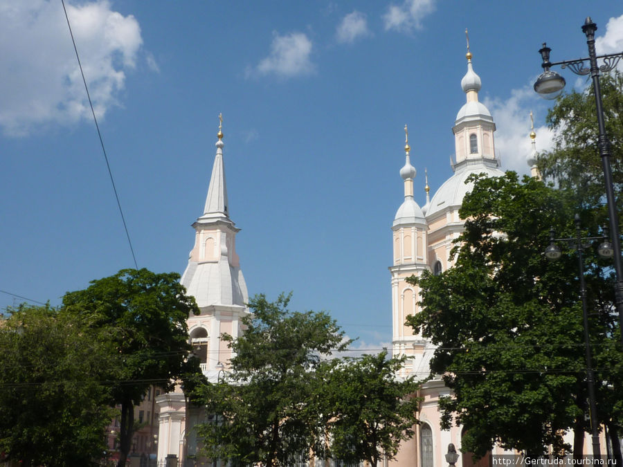 Вид на Андреевскую церковь от Андреевского двора.