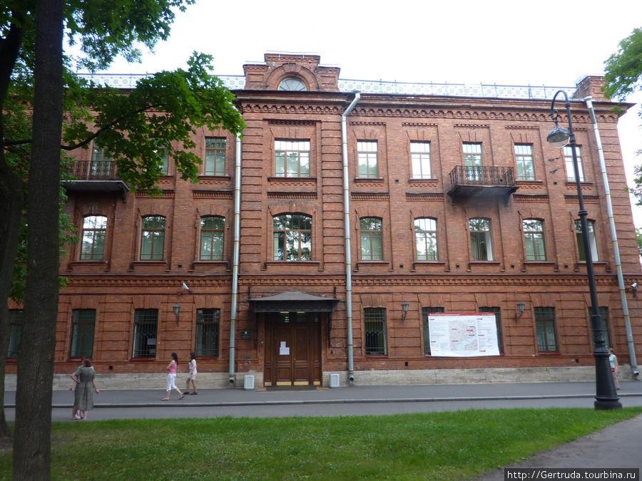 Теперь здесь Юридический ф-т Санкт-Петербургского Гос. Университета.