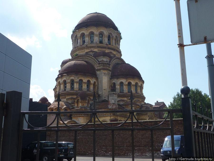 Недалеко от Площади Морской славы — Церковь Милующей Богоматери