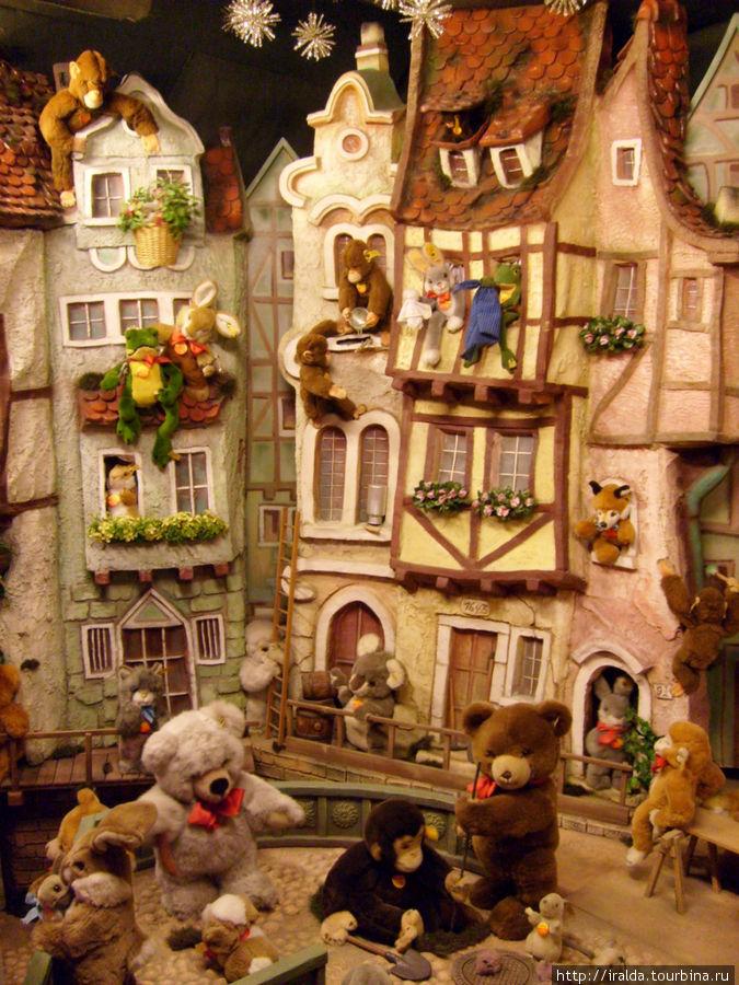 В магазине Рождественских игрушек