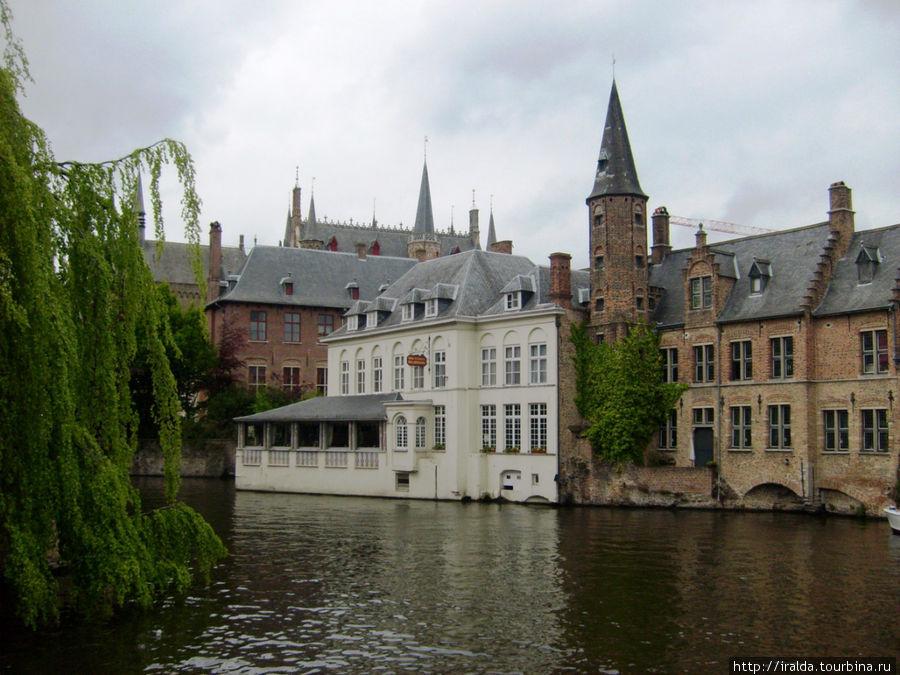 Больница Святого Иоанна — одна из самых старых в Европе. Она уже существовала в XII веке и служила также пристанищем для путешественников