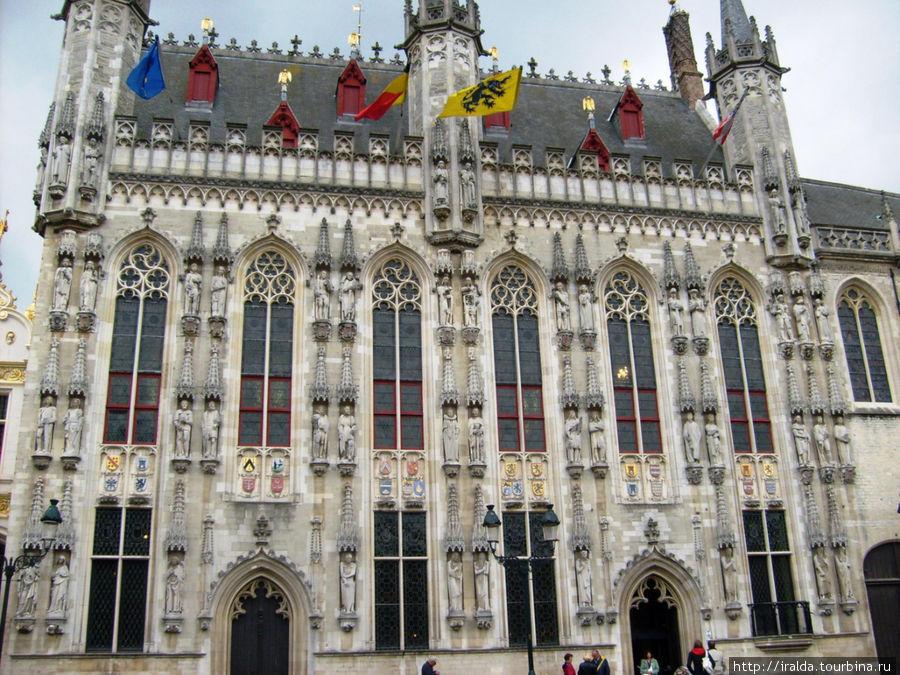 Городская Ратуша была построена в 1376 году и является самой старинной во Фландрии