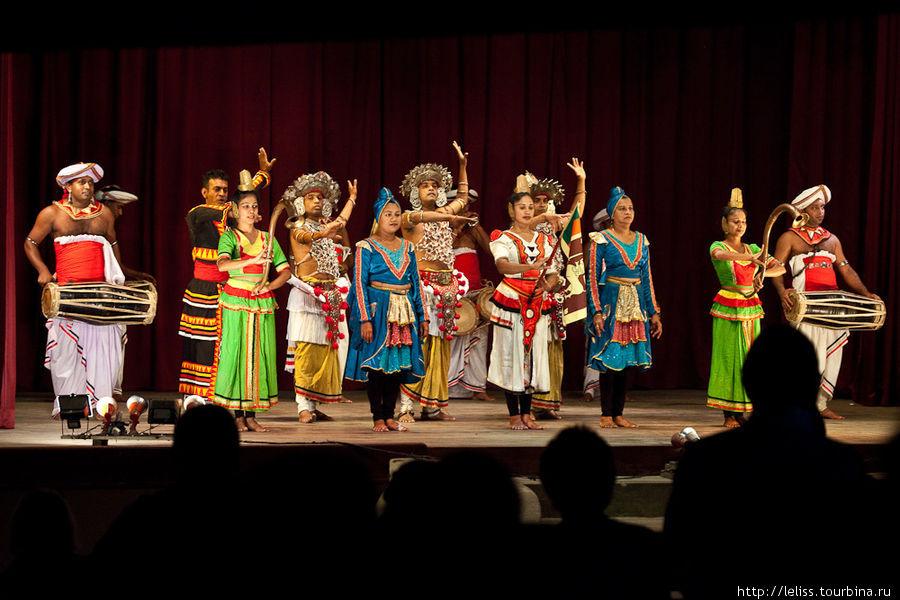 В конце выступления, танц
